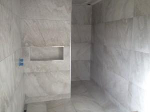 Salle de bain en carrelage pleine masse 60x120