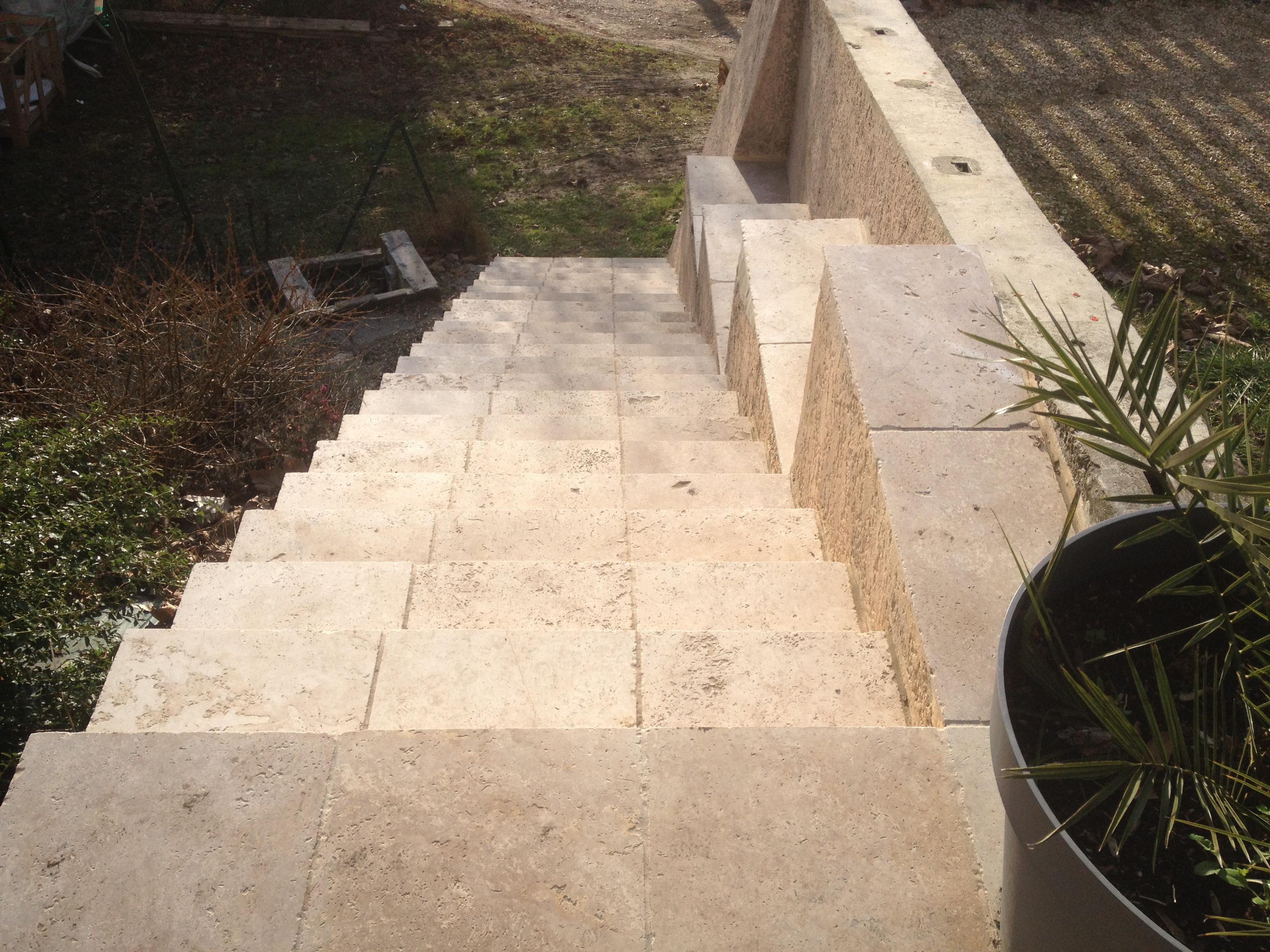 Escaliers reflet carrelage reflet carrelage for Escalier pierre naturelle